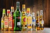 Lahve různé tvrdý alkohol značek