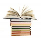 Egy halom könyvet elszigetelt fehér háttér