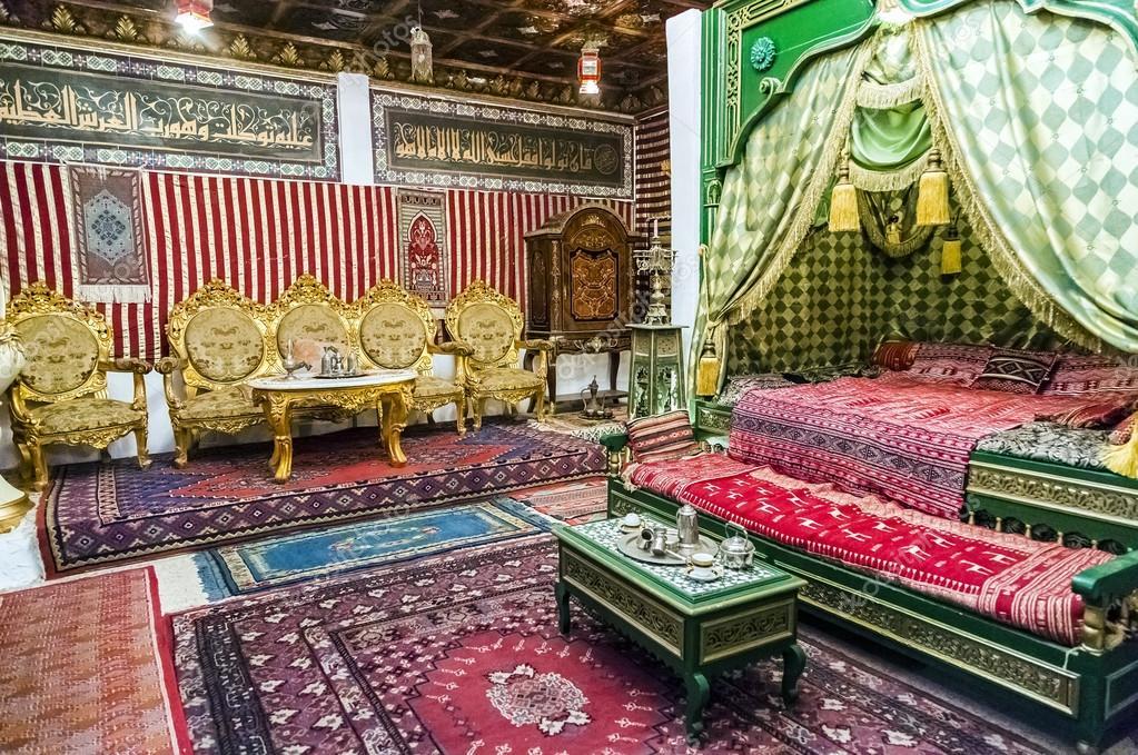 Arabische Inrichting Slaapkamer : Detail van een arabische stijl slaapkamer met bed en thee kamer