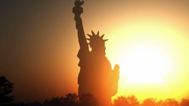 Napkeltekor Szabadság-szobor