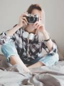 Fényképek nő az ágyban