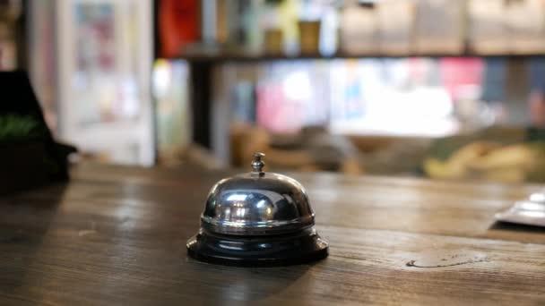 Serviceglocke im Kaffeehaus