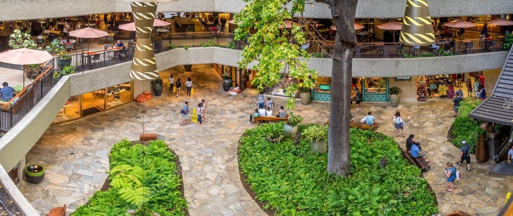 Royal Hawaiian Shopping Centre – Stock Editorial Photo © jewhyte ...