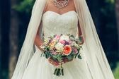 Nevěsta hospodářství velké svatební kytice