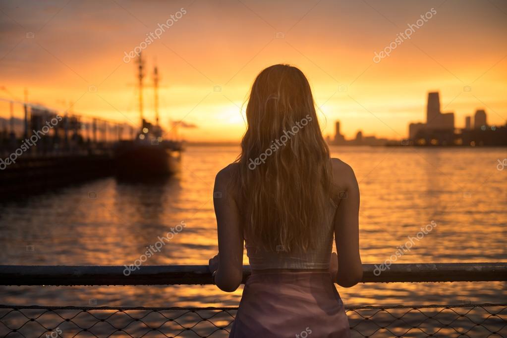 фотографии девушек со спины красивые