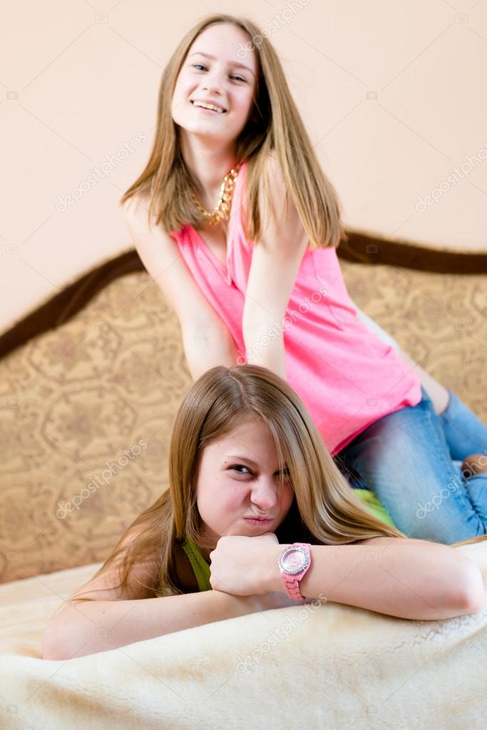 Imagen De 2 Mejores Amigas O Hermanas Hermosas Mujeres Jóvenes