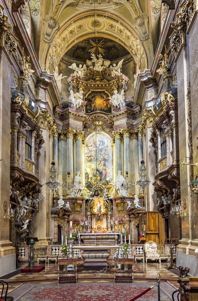 Interno della chiesa di san pietro una parrocchia for Interno san pietro