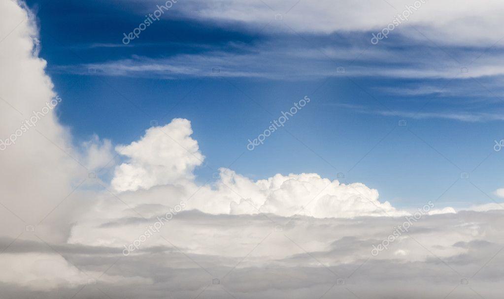 beautiful clouds gives a harmonic pattern