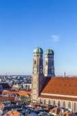 die frauenkirche ist eine kirche in der bayerischen stadt münchen