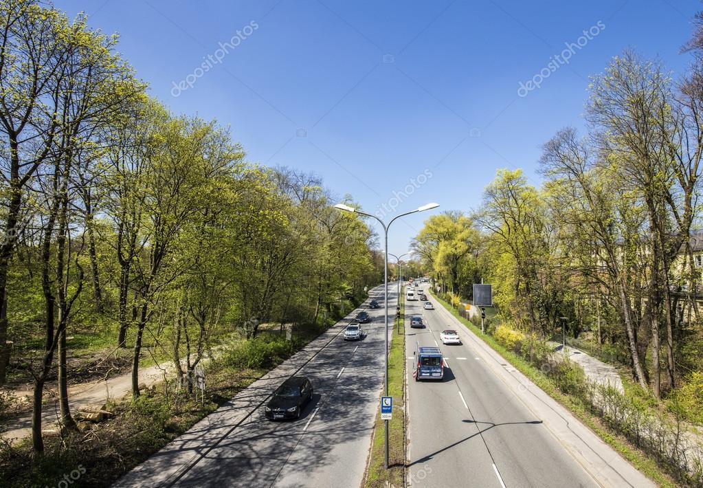 Städtischen Autobahn Teilt Den Englischen Garten In Zwei Teilen In