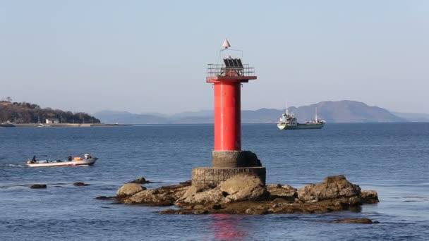 Leuchtturm mit Fischerboot