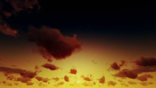 Nebeský Sunrise bouřlivé době zaniká mraky