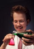 Fotografia divertente chimico emozionale con due palloni