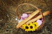 Fotografie basket of bread and milk