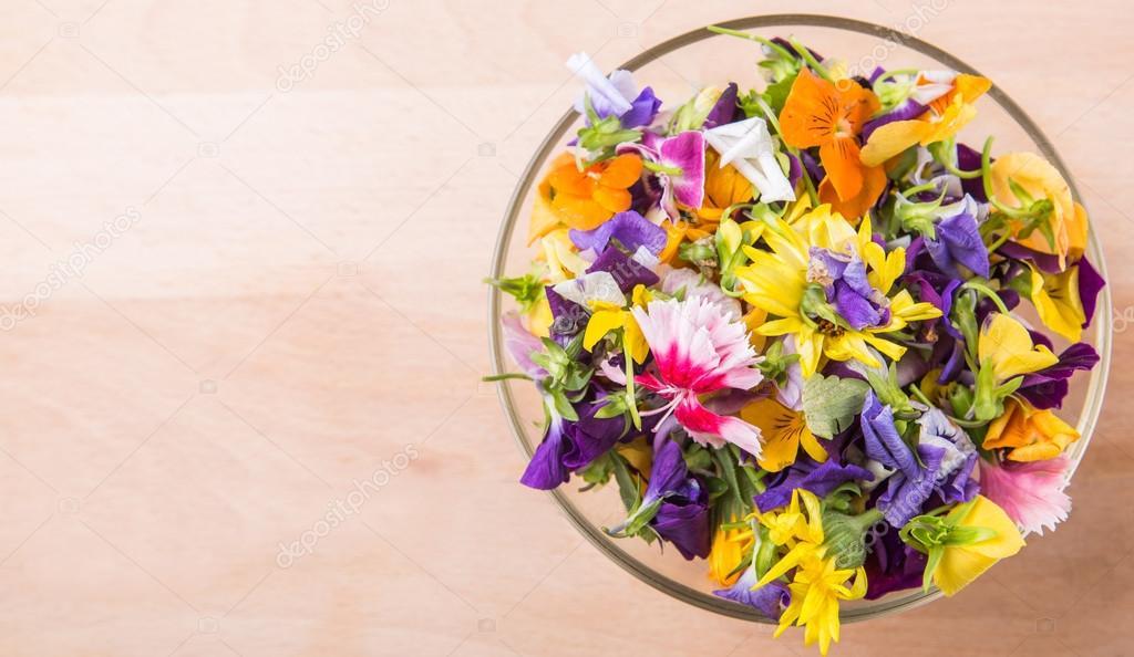 Mix Edible Flower Salad — Stock Photo © akulamatiau #71279595