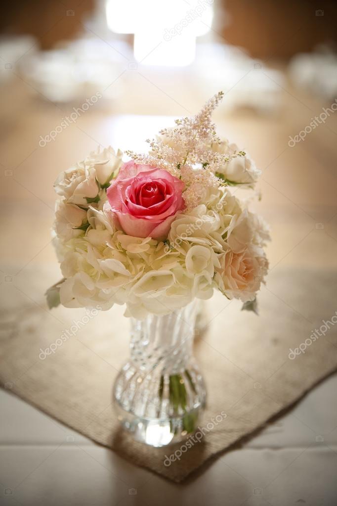 Hochzeit Blumen Centerpiece — Stockfoto © mary981 #73624493