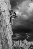 horolezec na okraji.
