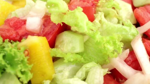 Předení deska s zeleninový salát