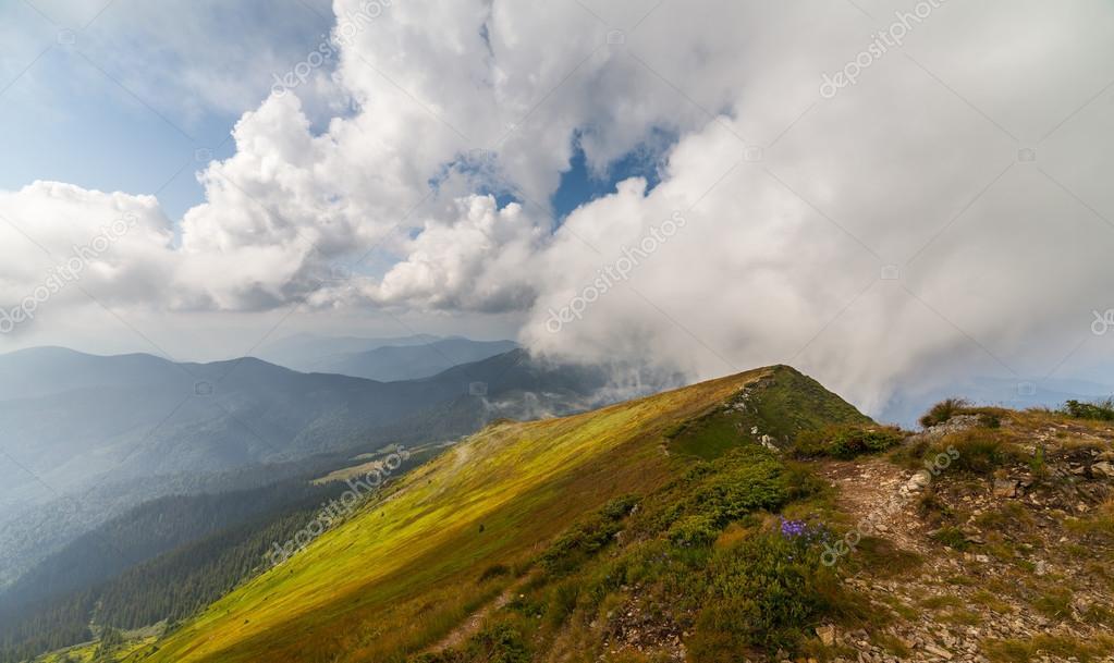 Stormachtig Weer Bergen En Wolken Stockfoto Shico3000 79581420