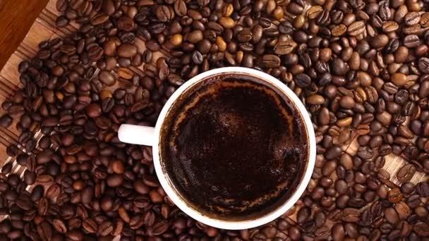 Šálek kávy otáčení