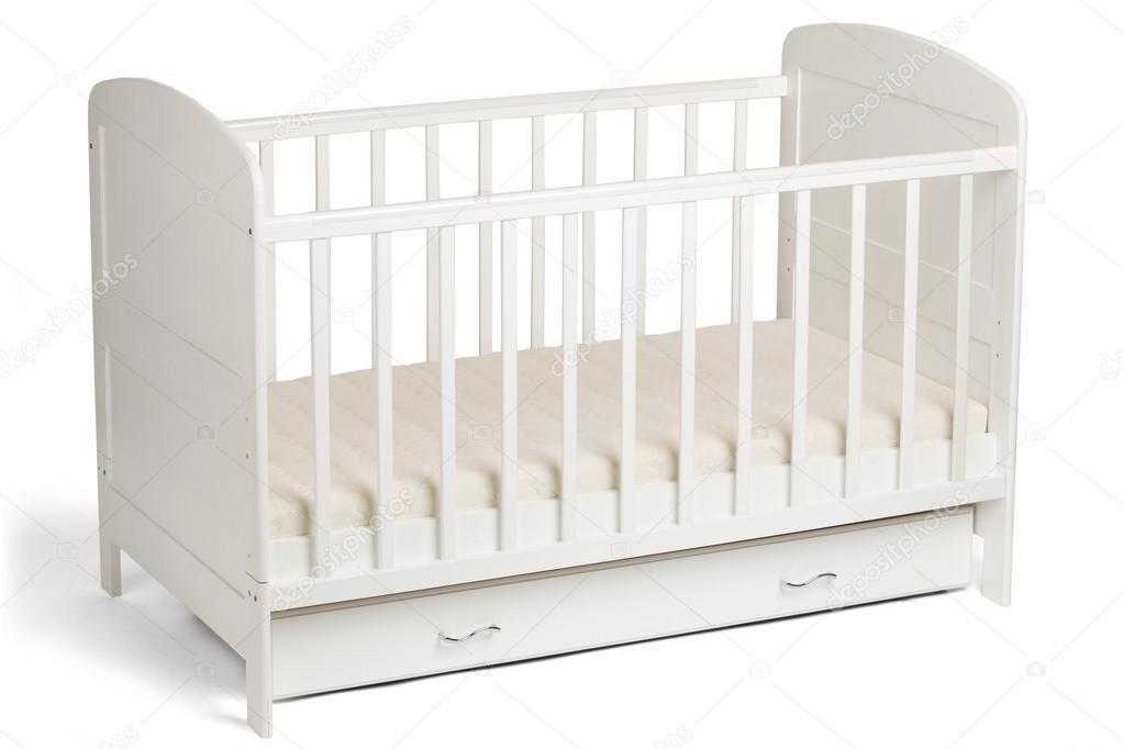 Cuna de bebé madera blanco aislado sobre fondo blanco — Foto de ...