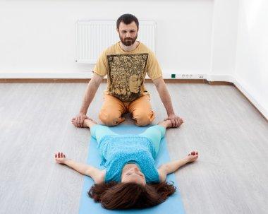 Man makes woman massages