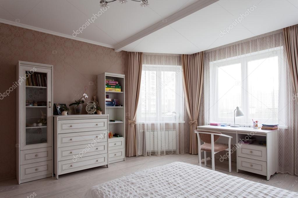 Witte Commode Slaapkamer : Interieur van een slaapkamer u2014 stockfoto © zdyma4 #124759012