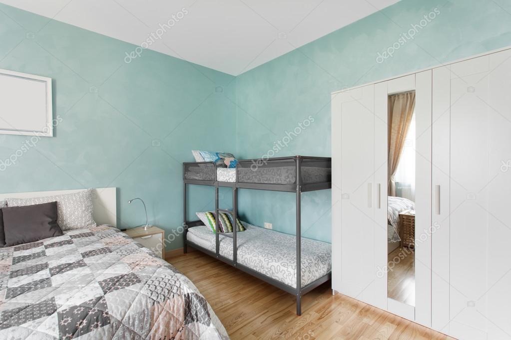 Scandinavische Kleuren Slaapkamer : Scandinavische slaapkamer in blauwe kleur u stockfoto