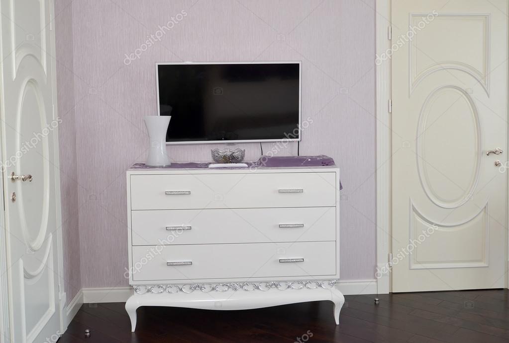 Dressoir Voor Slaapkamer : Witte dressoir in een slaapkamer moderne klassiekers met rococo