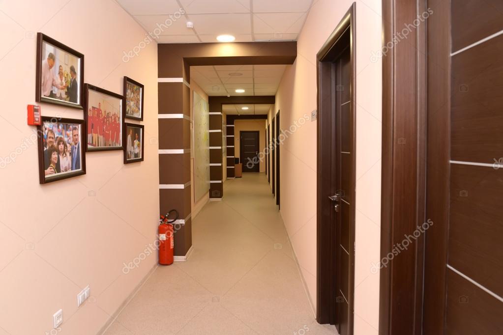 Intérieur d un couloir d immeuble de bureaux u photographie