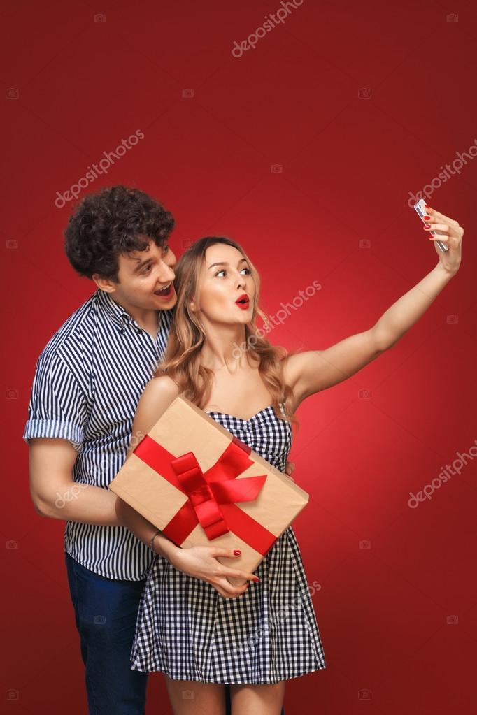 Pin Up Hombre Y Mujer Hombre Y Mujer Haciendo Selfie Teléfono Pin
