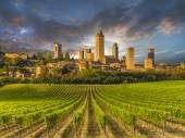 Fotografie Weingut abgedeckt Hügel der Toskana, Italien