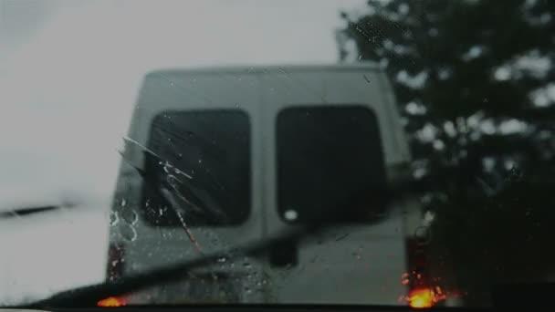 Stírače čelního skla na sklo