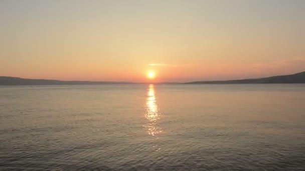 tiché západ slunce na moři