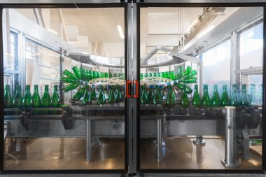 Bottling machine with many bottles