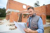 Inženýr na staveniště, kontrola domu