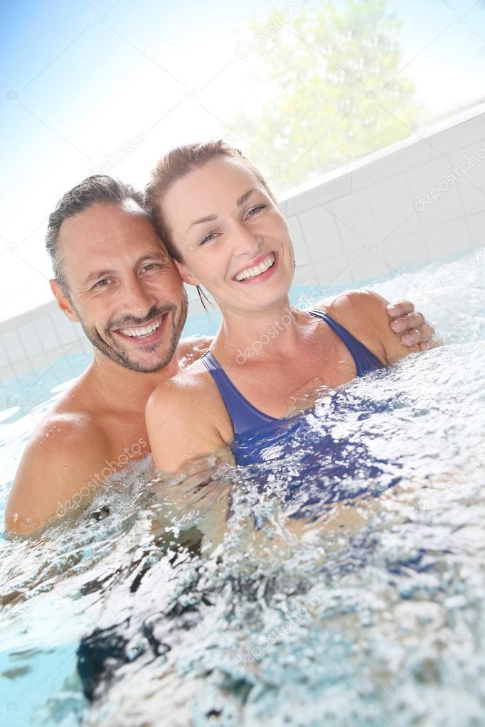 Couple enjoying hot tub bath — Stock Photo © Goodluz #102977840