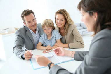 Family meeting real-estate agent