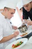 Szakács szakács a konyhában