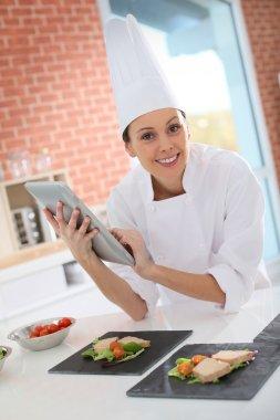 Cook using digital tablet
