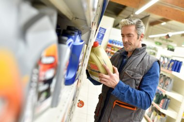 Merchandiser checking product