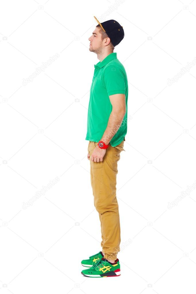 Fullbody ritratto di profilo di giovane uomo in piedi in for Piani di studio 300 piedi quadrati