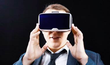 Businessman uses Virtual Reality