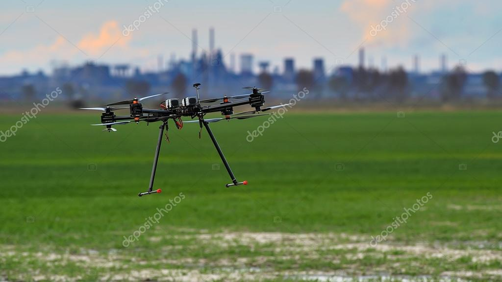Flying with a drone for video and photo productions — Stock Photo