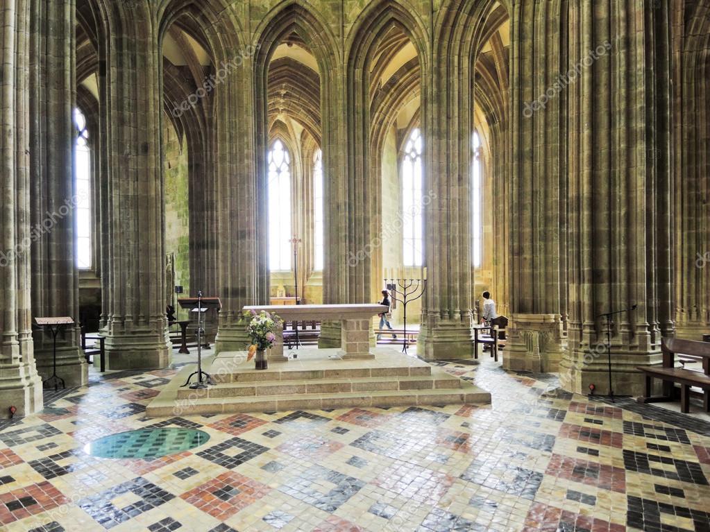 Innenraum der Kirche in der Abtei mont Saint Michel — Redaktionelles ...