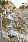 Voda padá uchan-su na Krymu na podzim
