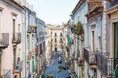 strada residenziale nella città di Catania, Sicilia