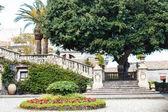 Fotografia passaggi e giardino in Villa Cerami nella città di Catania