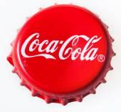 pohled shora červená čepice z láhve Coca-Cola
