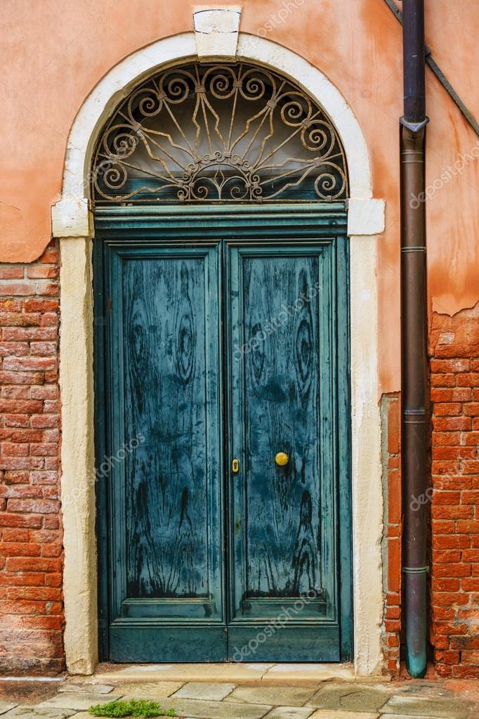 alte t ren in venedig italien stockfoto 68569323. Black Bedroom Furniture Sets. Home Design Ideas